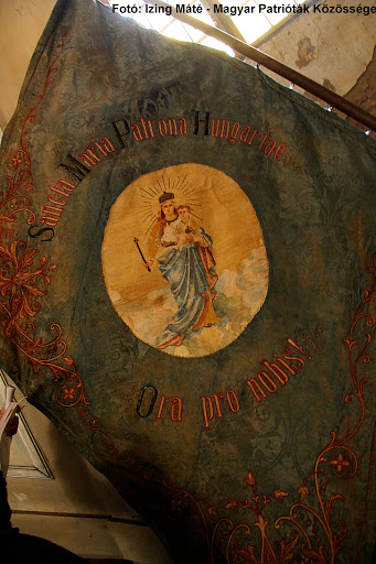 A szerbcsernyei templomból előkerült egy 1908-ban készült Magyarok Nagyasszonya-lobogó