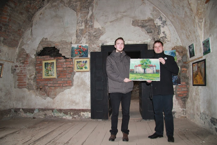Az elnökség egy jótékonysági festmény megvásárlásával járult hozzá a vár megmentéséhez
