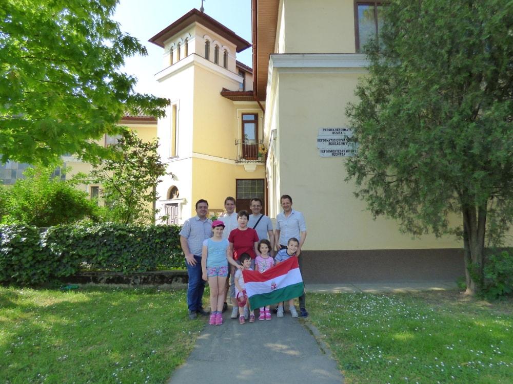 Resicabányán, Megyasszai Attila családjával