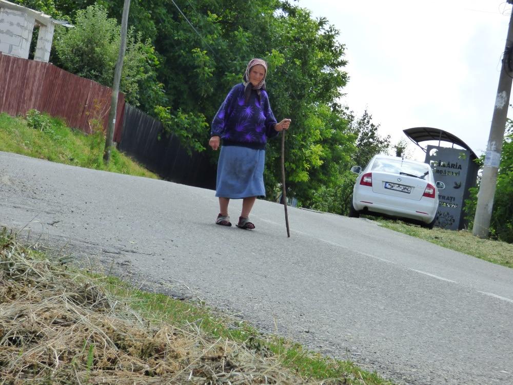 Idős asszony Bargovánban – azt mondták, tud magyarul, de tagadta