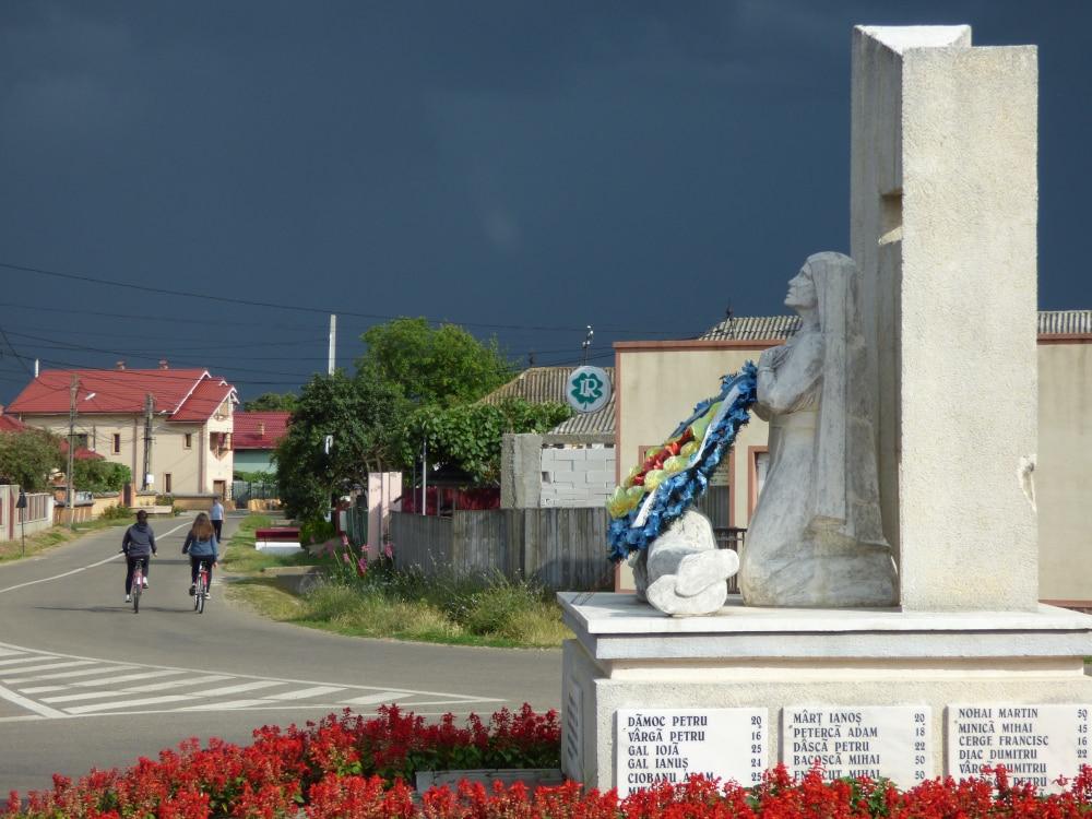 A csángó felkelés emlékműve
