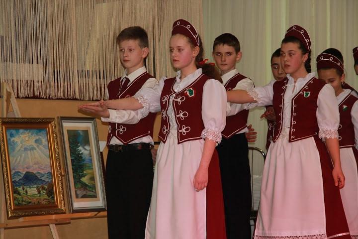 Az iskolások palotást is táncoltak (Kép: Izing Máté)