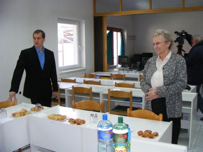 Újvidéken, az Apáczai Diákotthonban – balra Halász Dániel maradéki lelkész, jobbra Nagy Margit igazgatónő