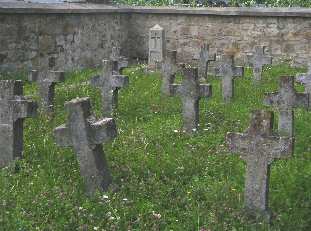 """A temető """"D"""" részlege, azaz a magyar parcella (2015. július)"""